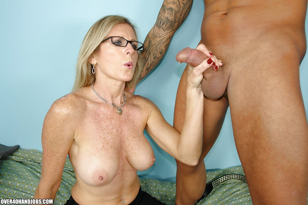 5 milfs wanna lick dick